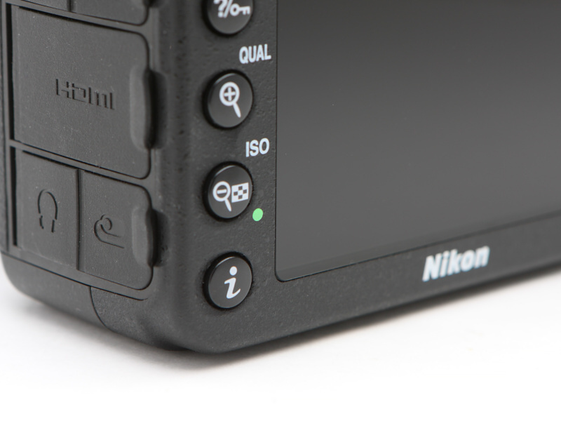 iボタンを押すと撮影に関する機能の設定が変更できる。メニューに入るよりも迅速な設定の変更が可能だ