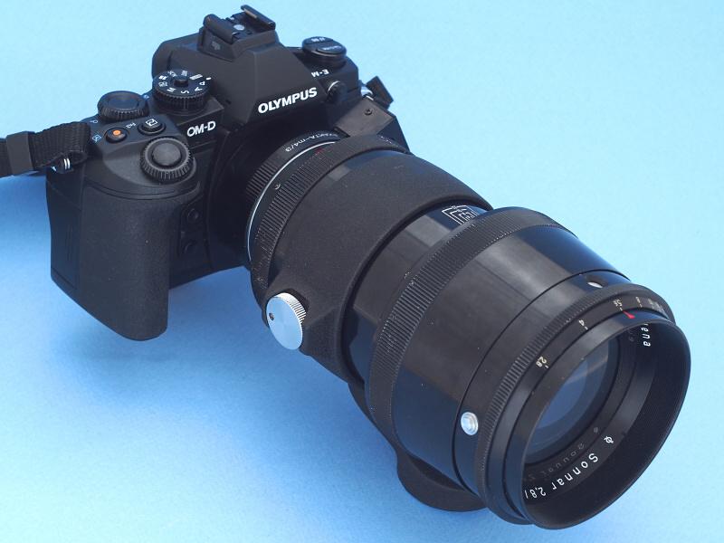 """Carl Zeiss Jena 180mm f2.8をE-M1に装着したところ。""""オリンパスにオリンピアゾナー""""と言うダジャレをやりたかったわけではないが(笑)なかなか様になってカッコイイ。マイクロフォーサーズ規格のカメラに装着したことで画角はライカ判換算360mm相当となり、このレンズのさらなる潜在能力を引き出すことが期待できる"""