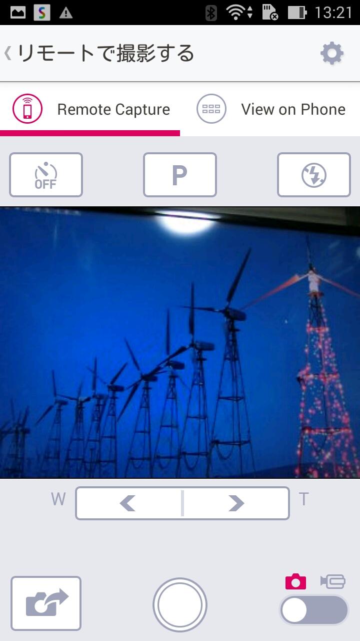 スマートフォンの画面を見ながら撮影するリモート撮影にも対応する。
