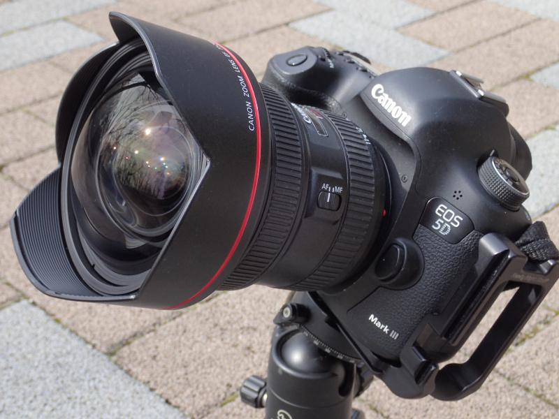 今回はEOS 5D Mark IIIで試用した。発売は2月26日。メーカー希望小売価格は税別45万円