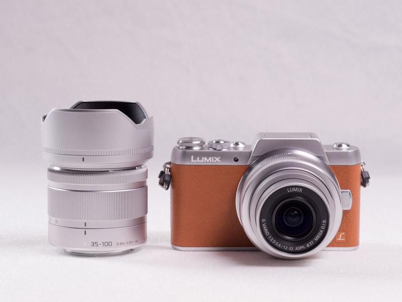 キットには標準ズームレンズの「LUMIX G VARIO 12-32mm F3.5-5.6 ASPH./MEGA O.I.S」と、望遠ズームレンズのLUMIX G VARIO 35-100mm F4.0-5.6 ASPH./MEGA O.I.S」の2本が付属します。