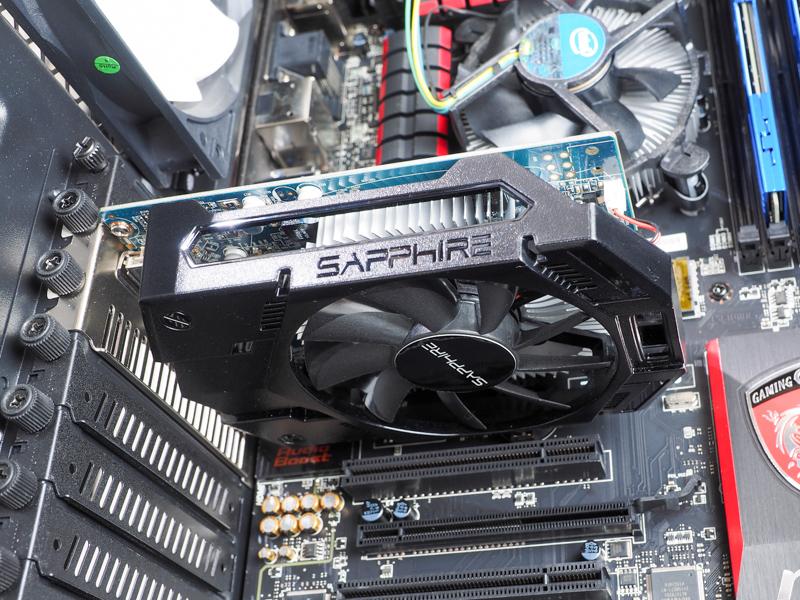 これがグラフィックカード。AMD Radeon R7 250XE、グラフィックメモリは1GB