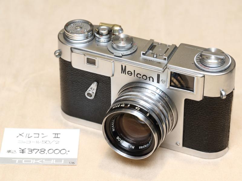 """1957年に目黒光学が製造したレンジファインダー機。付属するニッコール50mm F2は、通称""""黒帯""""と呼ばれ、このカメラの純正レンズ。(カメラのアルプス堂)"""