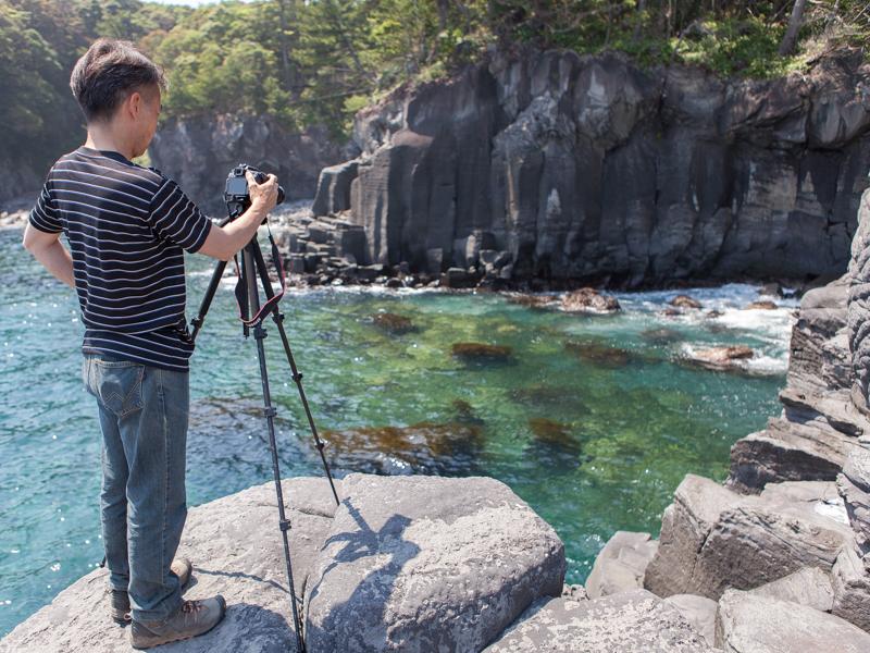 続いては、海面から出ている岩と水の流れを狙った