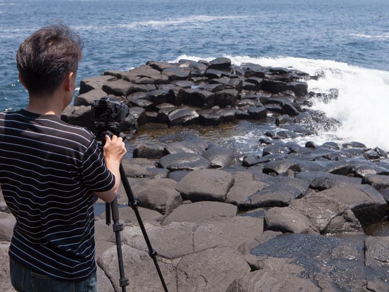 まずは、NDフィルターを使って岩場に打ち付ける白波を狙った