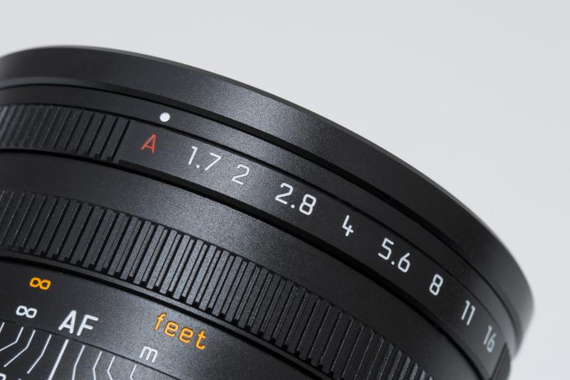 レンズ先端に絞りリングを備える。絞り開放よりさらに回すとプログラムAEやシャッター速度優先AE時に使用する「A」に入る。ライカD-LUXと同じ仕様だ。