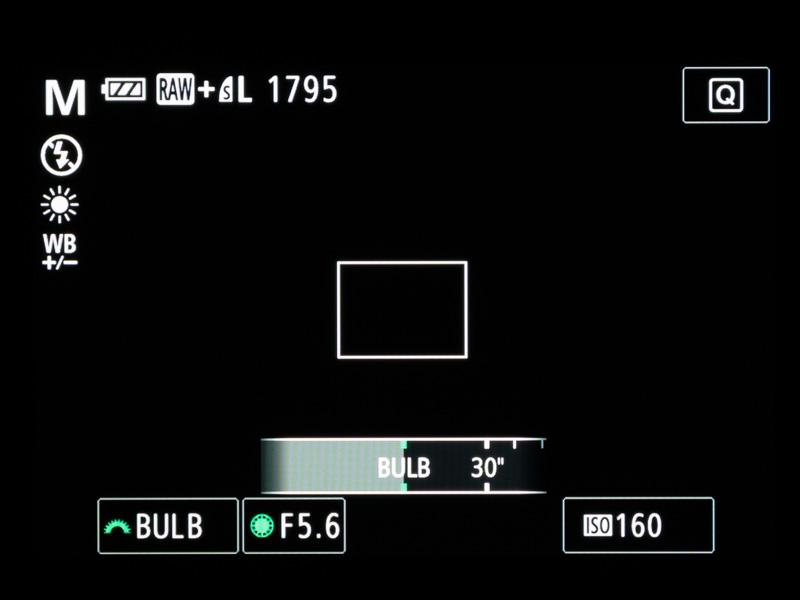 新機能として、同社コンパクトデジカメでは初めてバルブ撮影に対応。シャッターボタンを押している間、最長256秒まで露光し続けることができる
