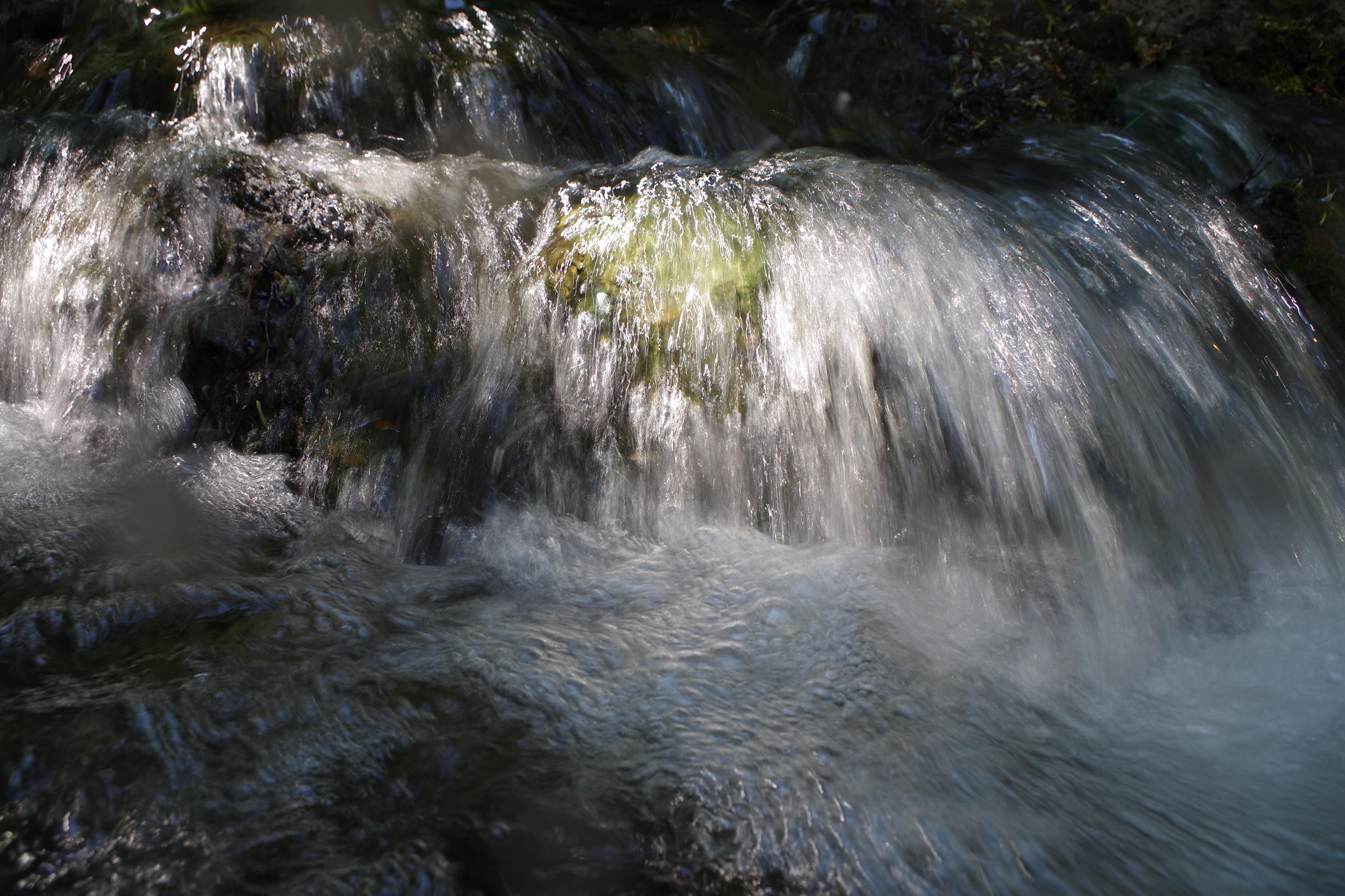 """水濡れの危険がつきまとう渓流などの撮影では、防塵・防滴のカメラはとても頼もしい。<br class="""""""">K-S2 / DA L 18-50mm F4-5.6 DC WR RE / F8 / 1/30 / 0EV / ISO100 / 18mm"""