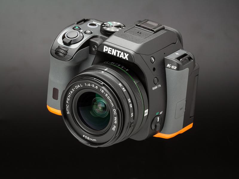 レンズキットに同梱されているDA L 18-50mm F4-5.6 DC WR REを装着した状態。