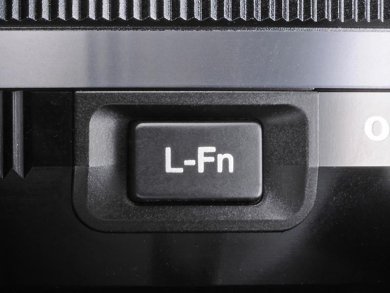 """<strong class="""""""">L-Fnボタン</strong><br class="""""""">これまでのM.ZUIKO DIGITAL PROシリーズは鏡胴にL-Fnボタンを備えていた"""