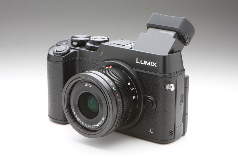 LEICA DG SUMMILUX 15mm F1.7 ASPH.を装着した状態。手ブレ補正機構を搭載しないレンズでも、GX8ならカメラ側の手ブレ補正機構が効くのが嬉しい。
