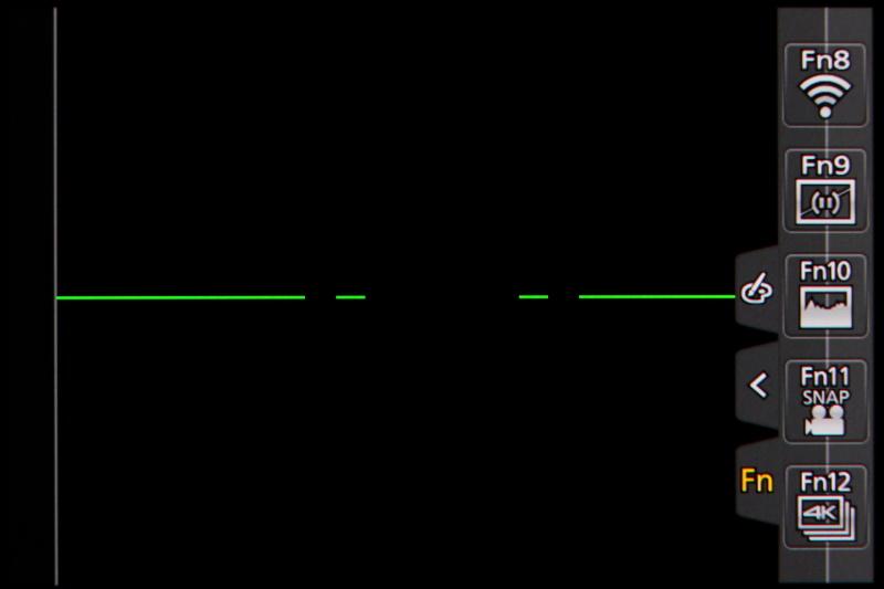 液晶モニターはタッチ式とする。タップやドラッグ、ピンチイン/ピンチアウトで画面を直感的に操作できる。Fnボタンは、タッチ操作でメニューを引き出したところにもある。