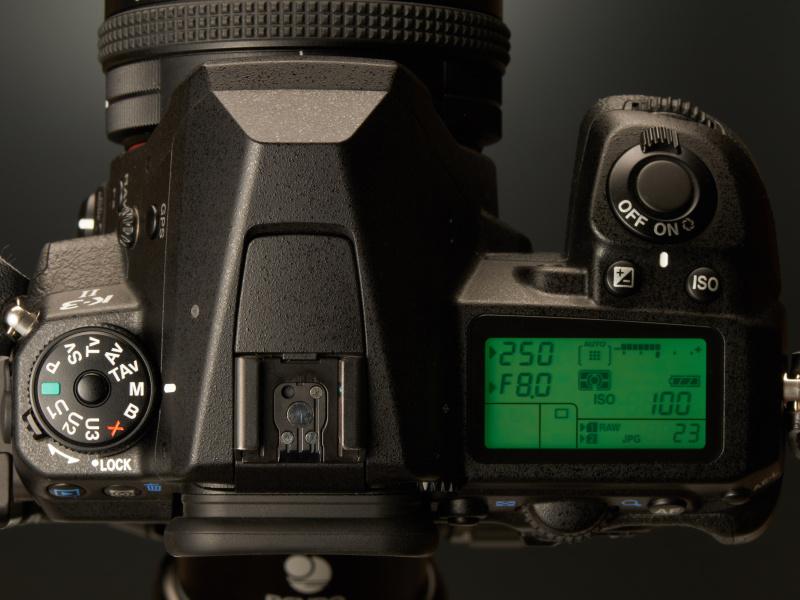 F8・1/250秒で撮影中に明るさが変わり、2段以上露出アンダーの条件になってしまったとしよう。