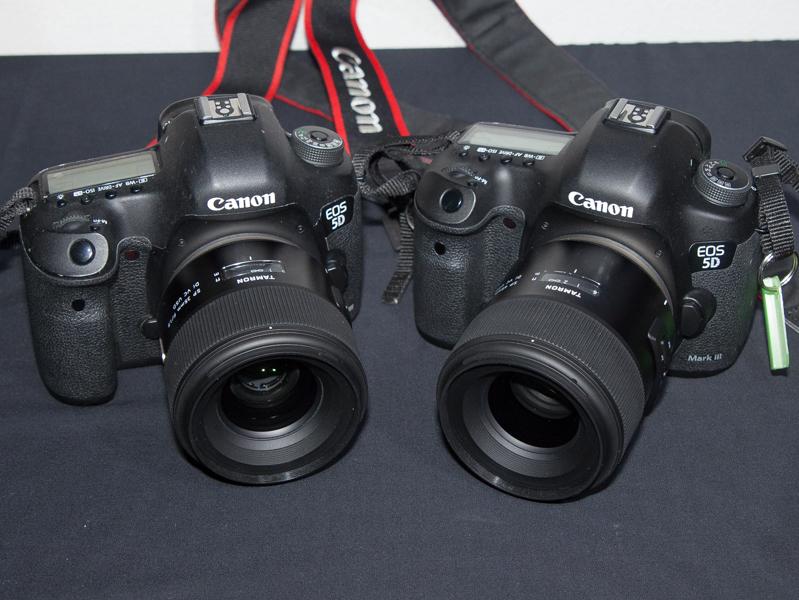 カメラに装着したSP 35mm(左)とSP 45mm(右)