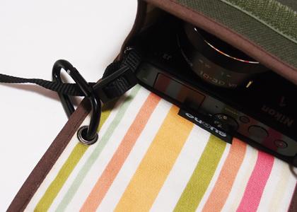 カラビナ付モデルは、カラビナリングをケースに装着している