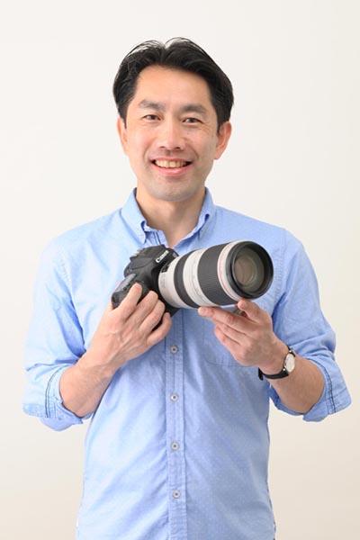 田中宣明さん。大学卒業後、東京ビジュアルアーツ写真学科でスポーツ写真を学ぶ。馬の撮影で写真の世界を目指すことになり、今は、フィギュアスケートをはじめ、さまざまなスポーツ写真撮影で活躍する。