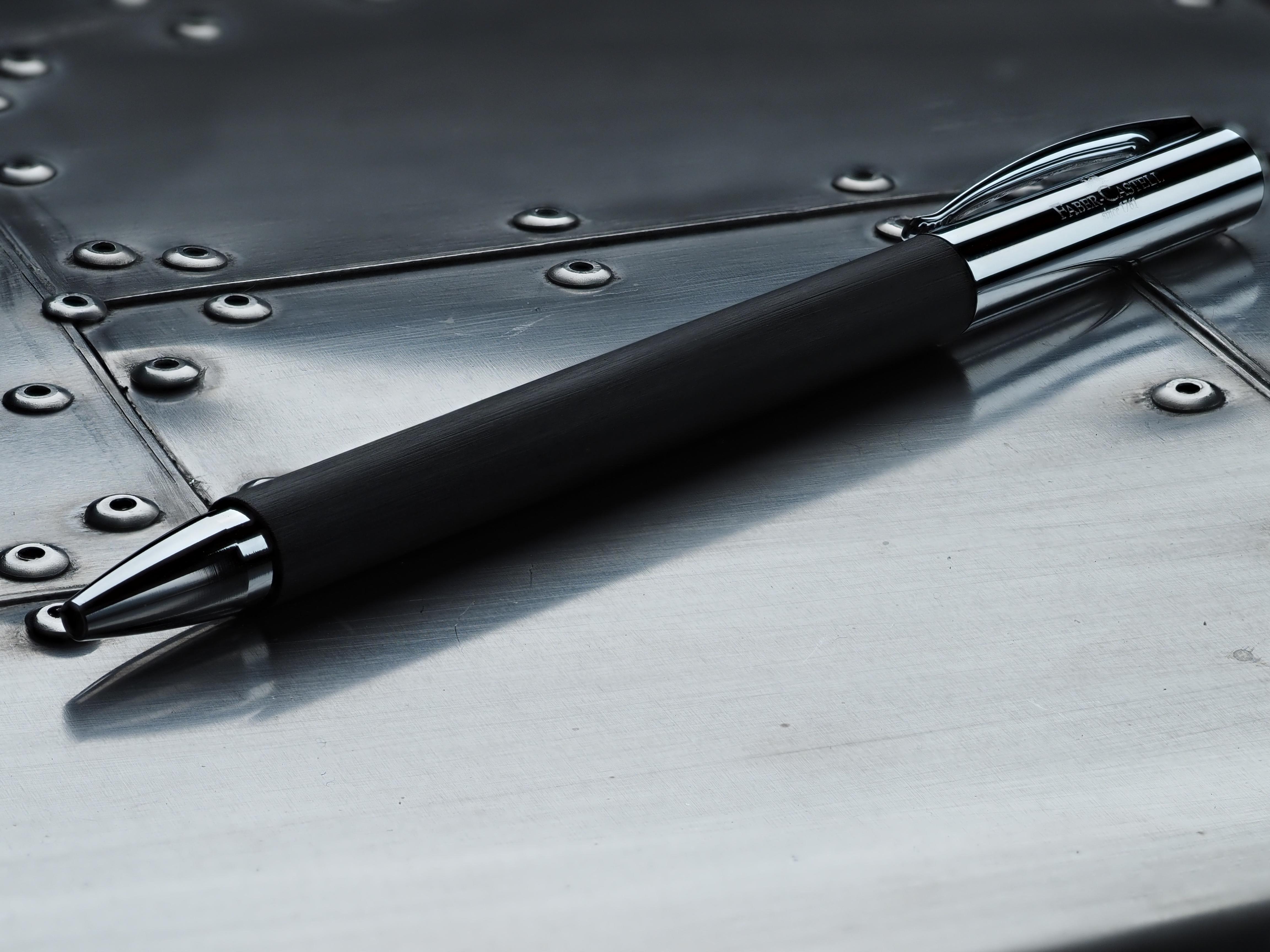 F5.6で深度合成モード。ペン先からクリップまでバッチリとピントが。しかも描写は極めてシャープだ。