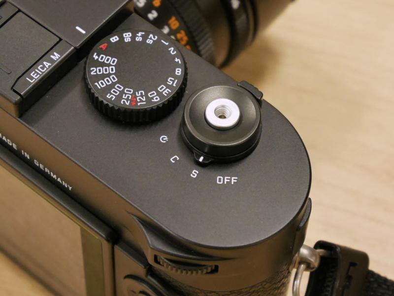 シャッターボタンわきの「M」(MOVIE)ボタンを省略