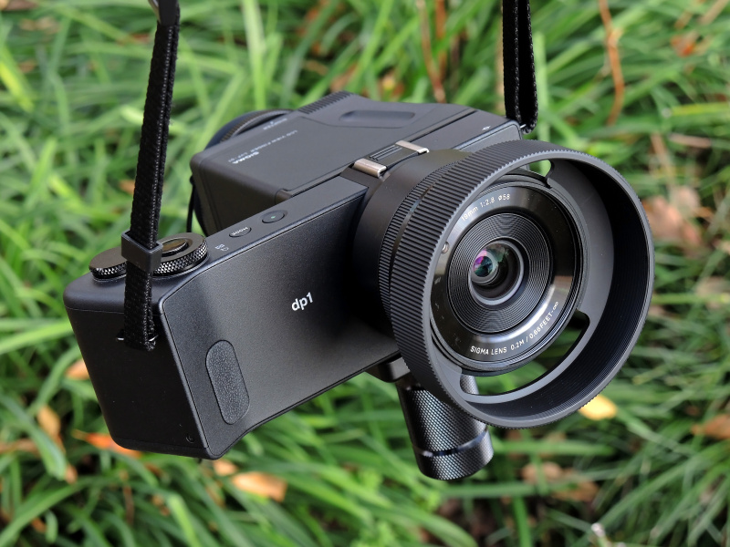 「LCDビューファインダーLVF-01」と「BASE GRIP BG-11」を装着したdp1 Quattro。尋常じゃないそのスタイル(←最大級の褒め言葉)にテンション上がりまくり!