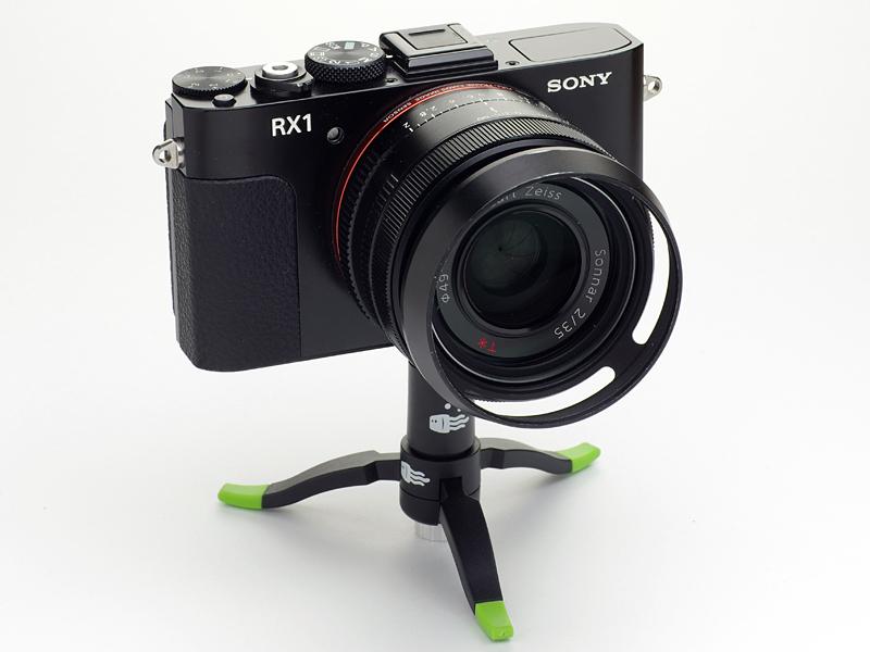 最大で700g程度のカメラに対応する