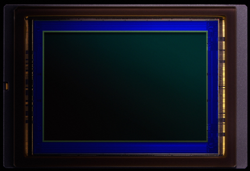 CMOSセンサー(有効2,082万画素)