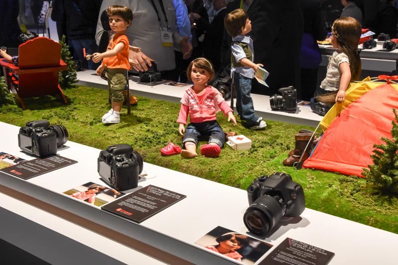子ども撮影をイメージしたホームゾーンの一角。人形を被写体に使う手法は、日本ではあまり見られないものだ。