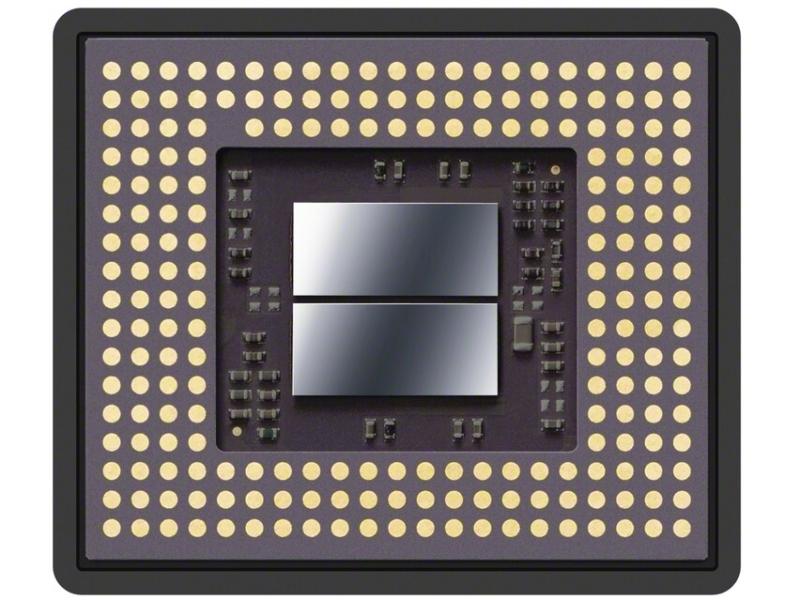"<strong class="""">メモリー一体1.0型積層型Exmor RS CMOSセンサーの裏面</strong><br class="""">超高速バッファメモリーがデバイスの中央部分に配置されている"