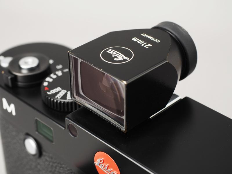 光学ビューファインダー「ライカ ビューファインダーM 21mm用」を装着