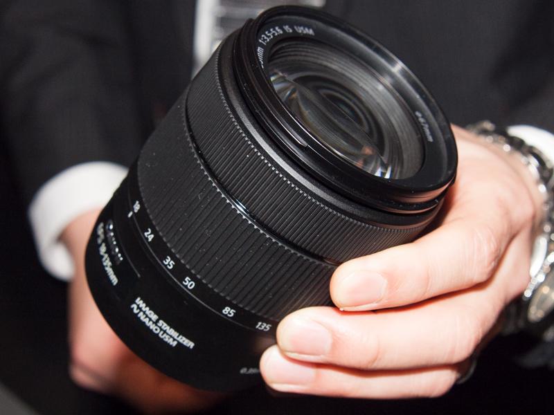 同時に発表された新レンズ(キットレンズ)「EF-S18-135mm F3.5-5.6 IS USM」