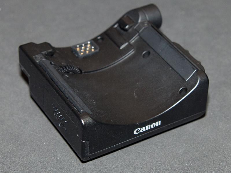 同レンズをパワーズームとして利用できる「パワーズームアダプターPZ-E1」もリリース