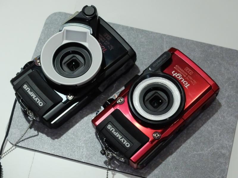左が参考出品のディフューザー。右は既存品のLEDライトガイド