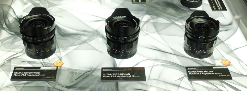 ソニーEマウント用の「HELIAR-HYPER WIDE 10mm F5.6 Aspherical」(税別15万5,000円、5月発売)、参考出品の「ULTRA WIDE-HELIAR 12mm F5.6 Aspherical III」(8月発売予定)、「SUPER WIDE-HELIAR 15mm F5.6 Aspherical III」(税別11万5,000円、4月発売)