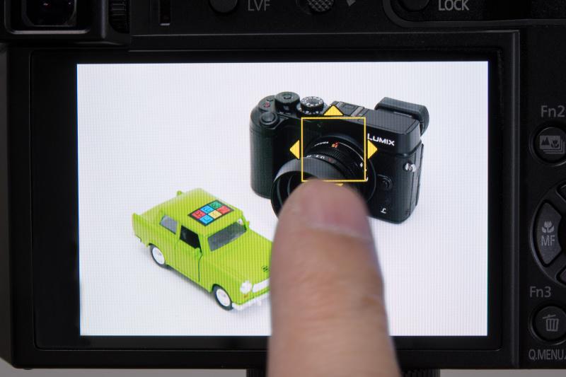 AFは49点測距。タッチAFで背面モニターのピントを合わせたい部分にタッチしてピントを合わせられる。