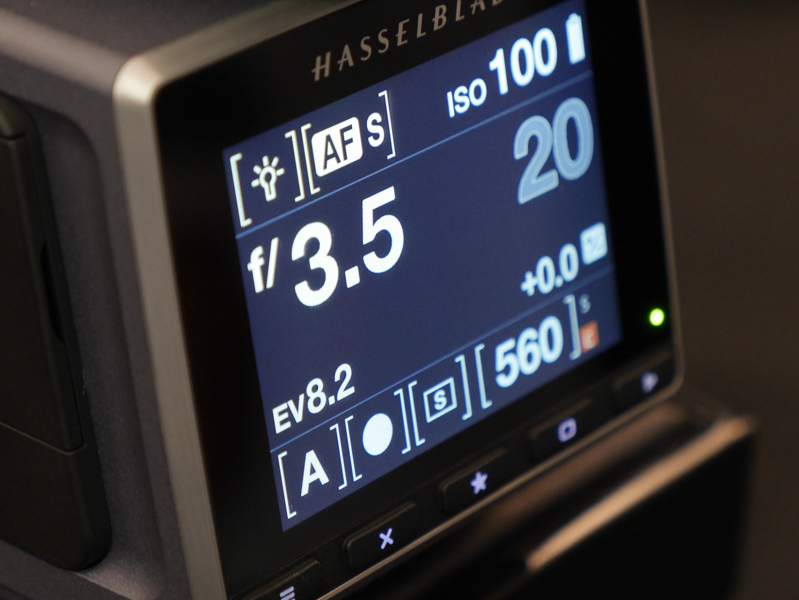 絞り優先AEの表示。タッチ操作で絞り値を変えることなどが可能