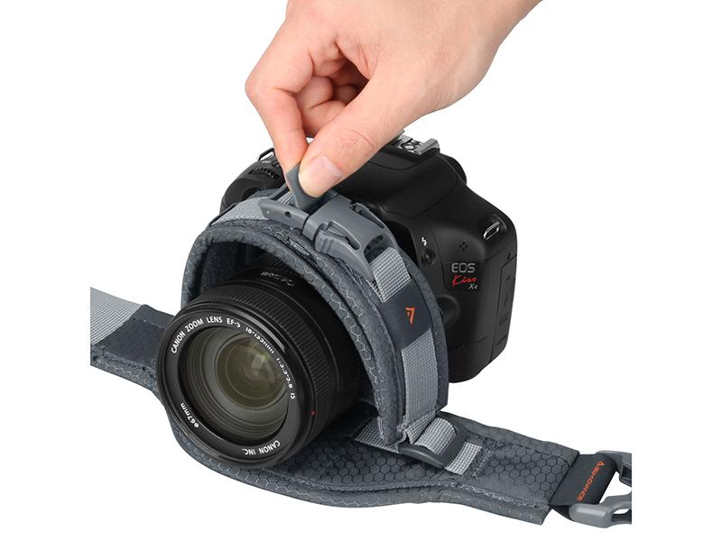 レンズ径(直径110mmまで)に合わせて調節可能