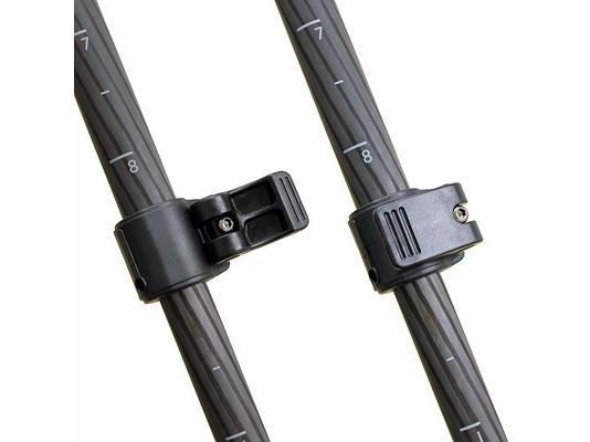 脚伸縮には操作性の高いレバー式を採用
