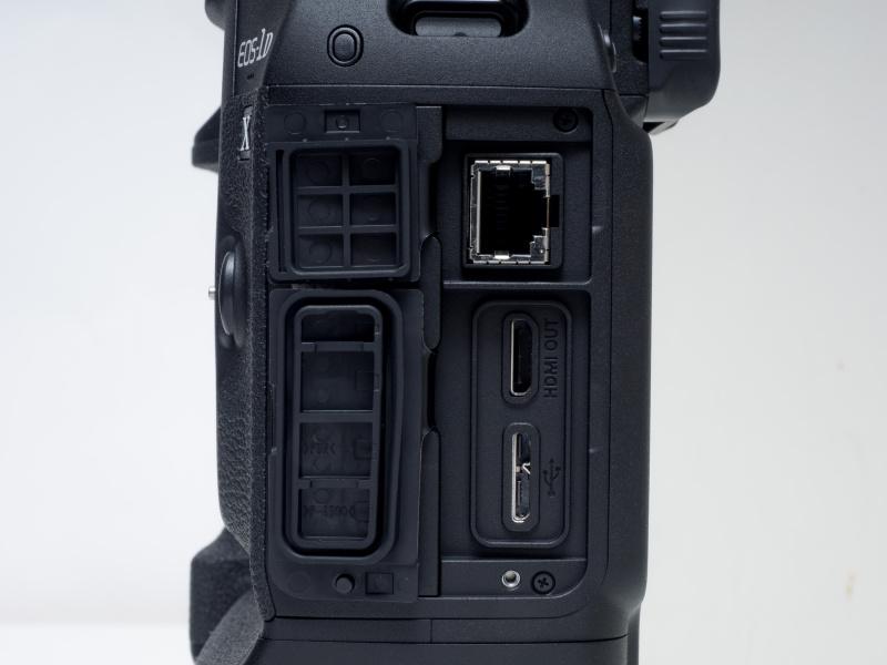 各種インターフェイス部。Ethernet用RJ-45端子(IEEE 802.3u)、HDMIミニ出力端子(タイプC)、USB3.0対応デジタル端子(SuperSpeed USB Micro B)