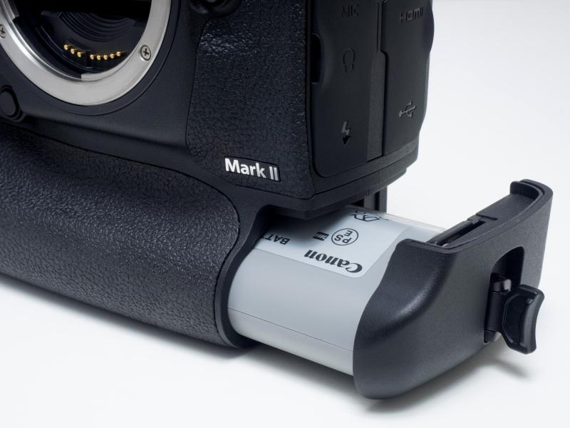 バッテリーはLP-E19が同梱。EOS-1D Xなどで使用していたLP-E4N/LP-E4とも互換性があり使用可能。