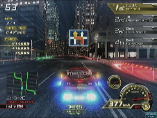 コーナーではドリフトの出番。緑色の標識を意識し、早めにハンドルを切るのがコツだ。それだけで自然に車体は横に滑っていく