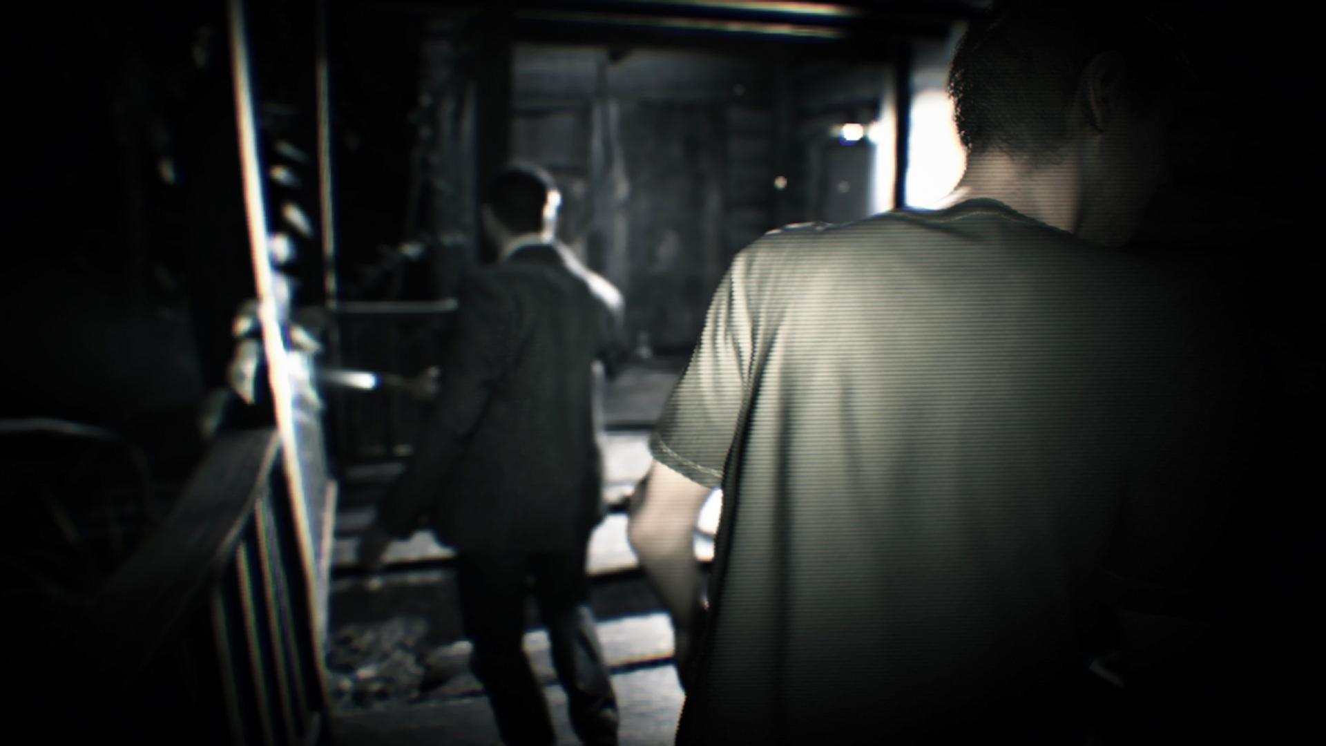 2人の男。この邸で撮影されたものに見える