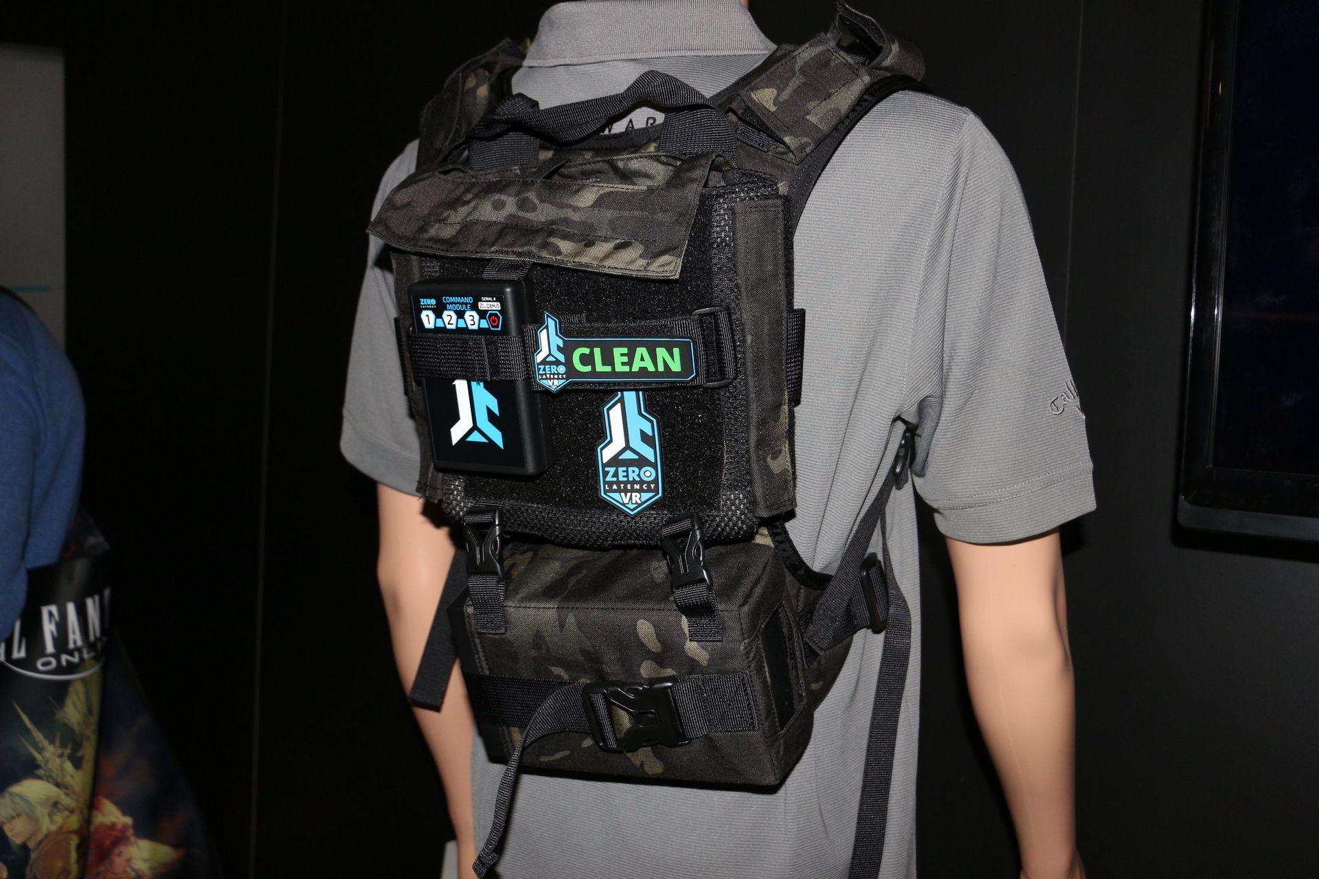 Zero LatencyのVR用バックパック。上部に「ALIENWARE Alpha」を装着する