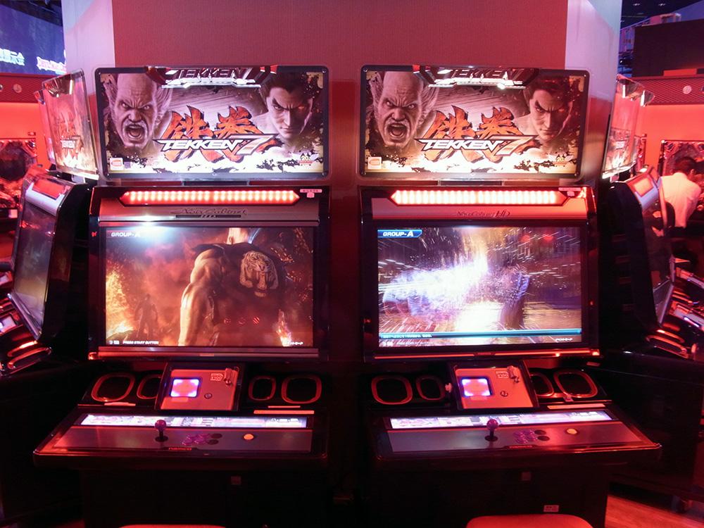 イベント会場内には、「鉄拳7 FATED RETRIBUTION」と「CR 鉄拳2 闘神ver.」の試遊台を設置。イベント来場者は一足早くプレイすることができた