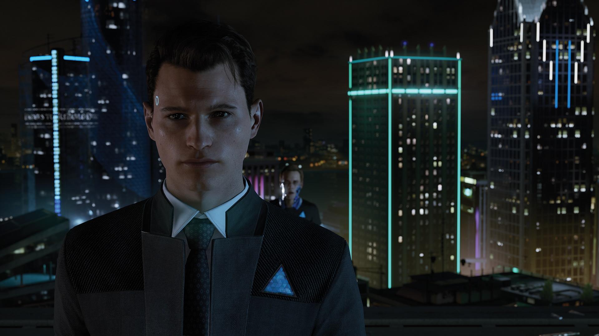 E3 2016で披露されたコナー。調査能力を持つ、プロトタイプの特殊なアンドロイドだ。彼もまた、胸に青い三角マークが見える
