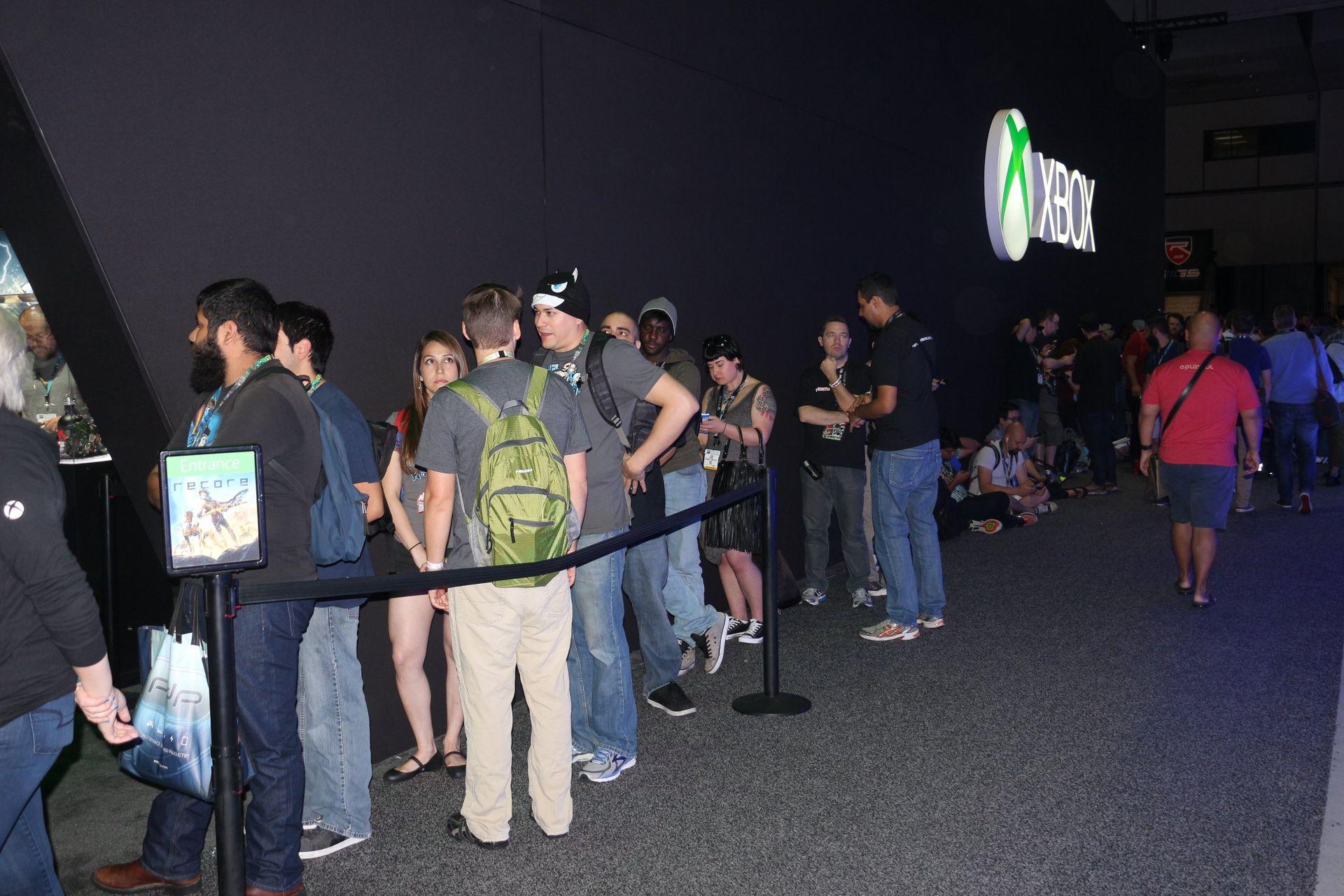 Xboxの「ReCore」コーナー12台の試遊台が用意されていたが、常時数時間待ちの人気だった