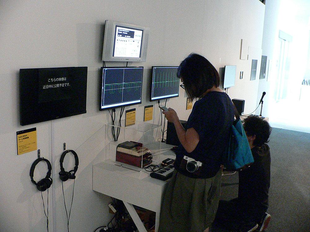 有名メーカーのゲーム音楽史に関する資料や記述がズラリ。PCM音源が鳴らせるキーボードでは、マイクを使用してサンプリングした自分の声を使って演奏することもできる