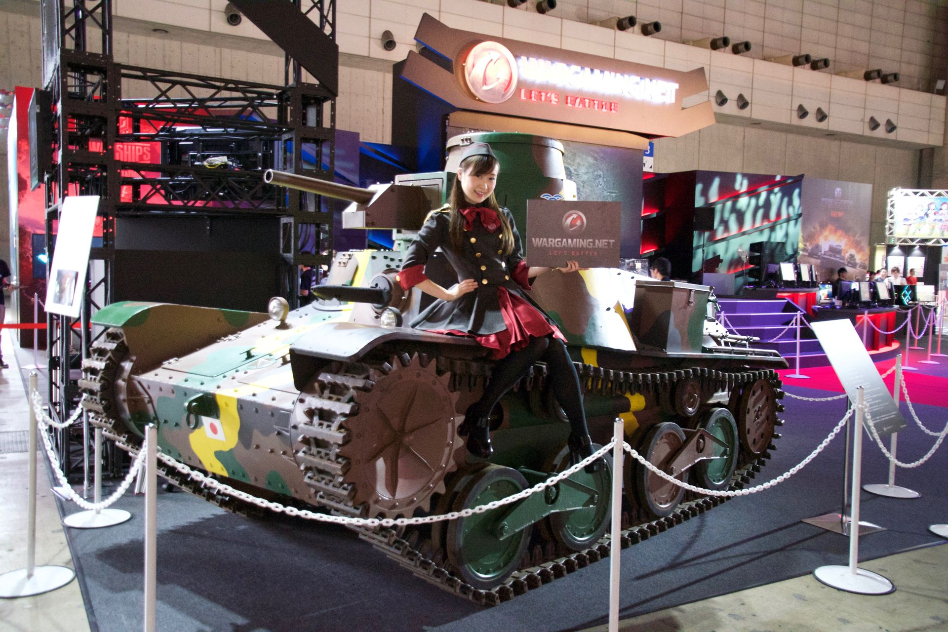会場には2013年にも展示された実物大の「九五式戦車」が再展示