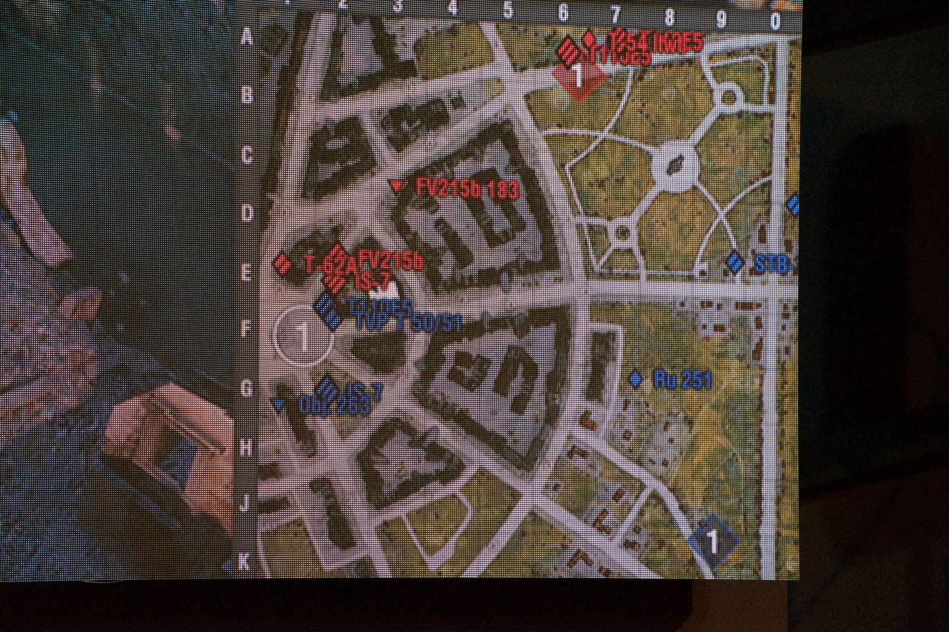 第2試合の序盤。青のGALLERIAチームが中戦車を東側に配置する一方、赤のG-GEARチームは重戦車で迎撃する形に。G-GEARのこの読みは素晴らしかった