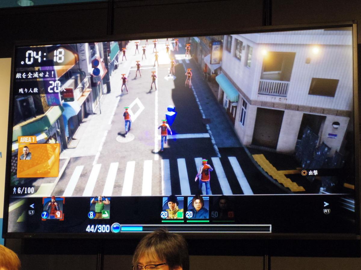 中央の青いアイコンを移動させて、場所を指示する。画面の下に出ている「44/300」は行動力。キャラクターの横の数字分だけ、行動力が消費される