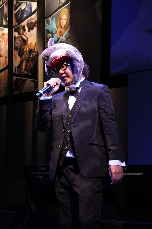 プライベートでの麥谷プロデューサーの歌声が素敵という話の流れから、麥谷氏がなぜか松崎しげるさんの代表曲「愛のメモリー」を歌唱することに。「これは一体何のイベントなんだ……?」と来場者の誰もが思い始めたとき、会場にまさかの松崎さん本人が登場! 麥谷氏を置き去りにする圧倒的な歌唱力を見せつけて、会場を盛り上げた