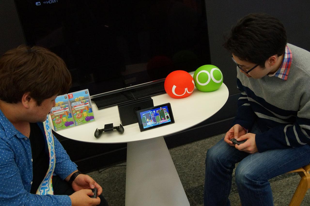 「ぷよぷよ」シリーズ総合プロデューサーの細山田水紀氏が自ら、Nintendo Switchでの「ぷよぷよテトリスS」の魅力を紹介。さまざまなスタイルで楽しめる良さを実演して頂いた